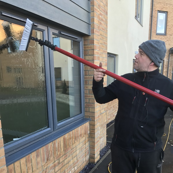 Window cleaning services for residential blocks in Hoddesdon